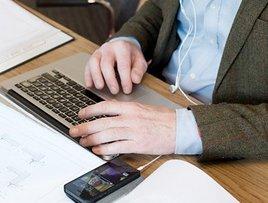 Valitsus tõstab riigi IT-spetsialistidel palka