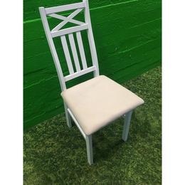 Valge täispuit tool pehme istmega (kasutatud)
