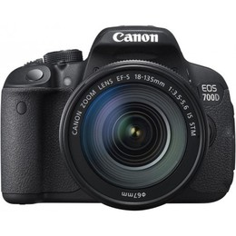 Canon EOS 700D + 18-135mm IS STM