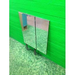 Lahtikäiv peegel jalgadel (kasutatud)