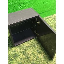 Väike must vannitoa seinakapp (kasutatud)