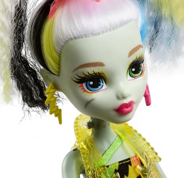 b4f21fd57c6 Monster High High Electrified Frankie nukk